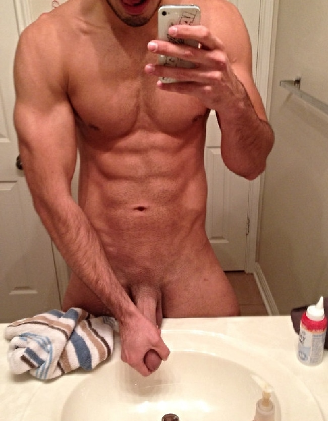 Horny Nude Muscle Man Jerking Off - Nude Boy Pictures